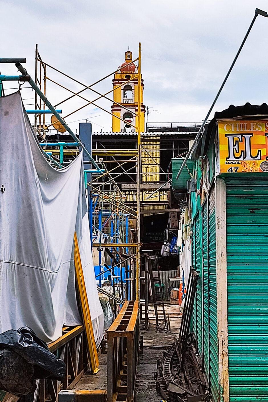 Campanario de la Catedral de Texcoco desde el mercado San Antonio